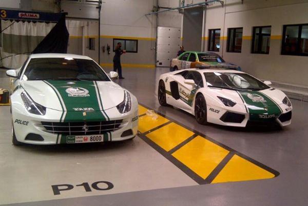 Lamborghini-Aventador-and-Ferrari-FF-Dubai-Police