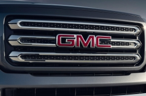 http---image.motortrend.com-f-roadtests-trucks-1401_2015_gmc_canyon_first_look-64739386-2015-GMC-Canyon-front-grille