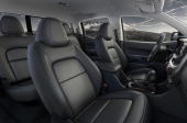 http---image.motortrend.com-f-roadtests-trucks-1401_2015_gmc_canyon_first_look-64739392-2015-GMC-Canyon-interior-cab-view