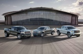 http---image.motortrend.com-f-roadtests-trucks-1401_2015_gmc_canyon_first_look-66583896-2015-GMC-Canyon-with-Sierra-1500-and-HD